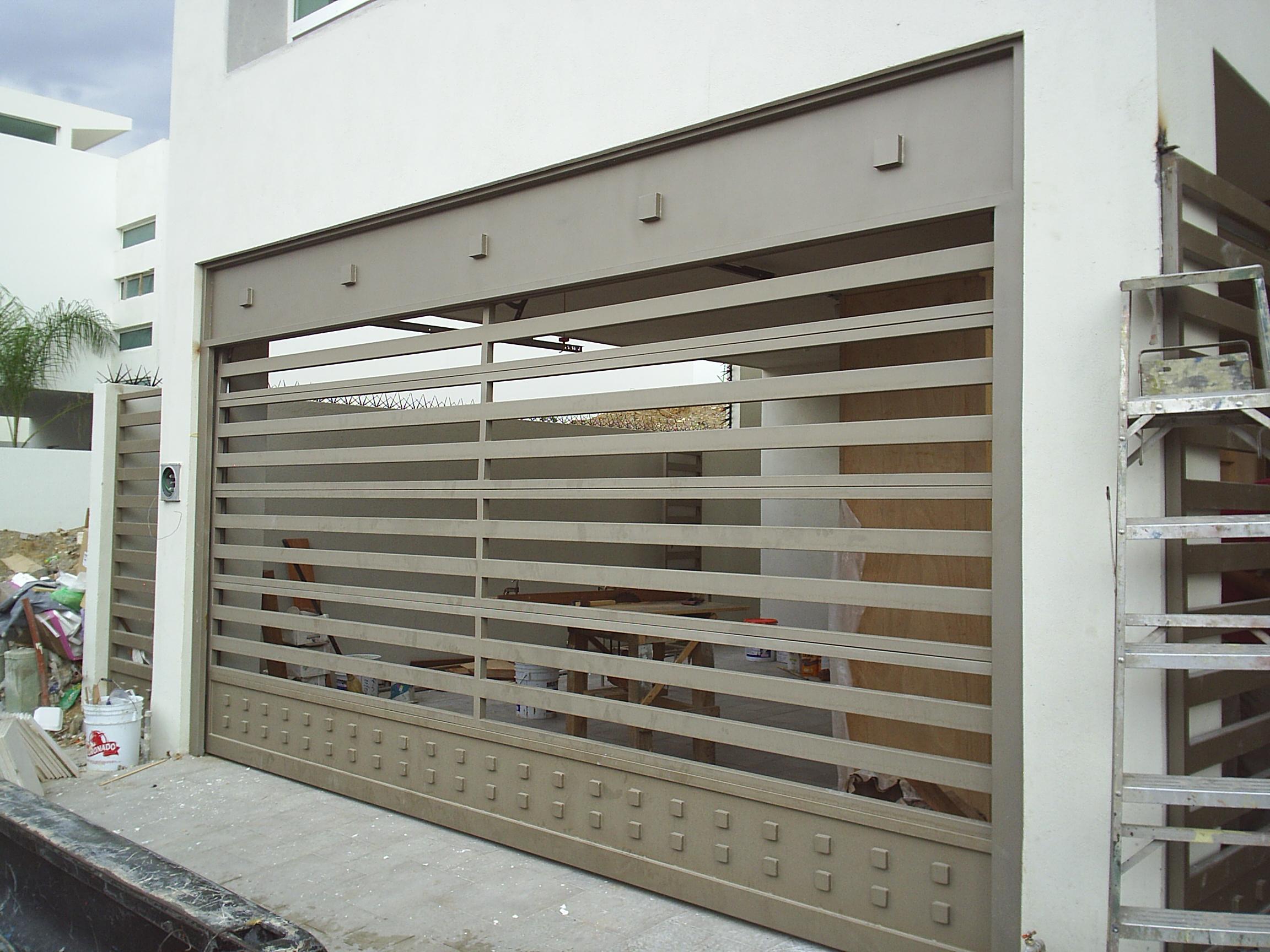 Portones puertas automaticas monterrey for Puertas para casas minimalistas